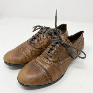 Born Wingtip Punched Oxford Lace Up Shoes Brogues